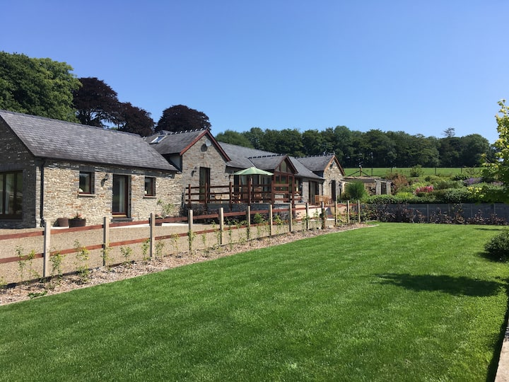 The Kennels, B&B Llanwnnen, Lampeter, SA487LG