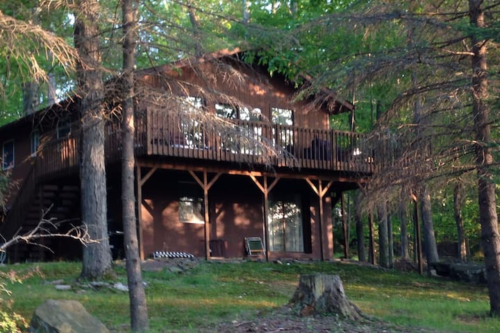 Perfect Mountain Getaway with Lake View - Tobyhanna Township