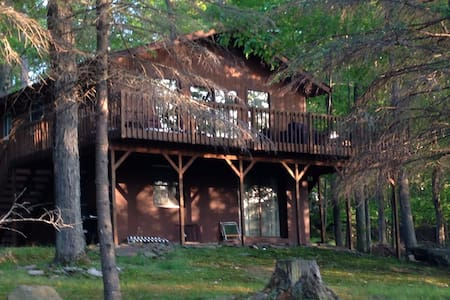 Perfect Mountain Getaway with Lake View - Tobyhanna Township - Casa