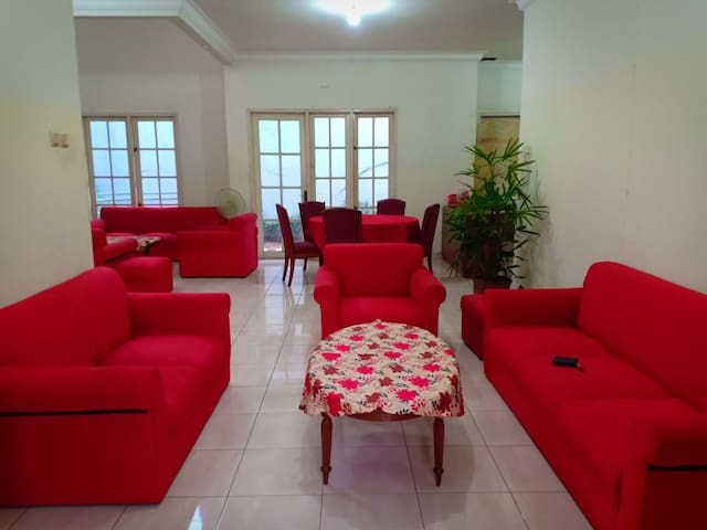 Affordable Cozy Single Room in the Red House