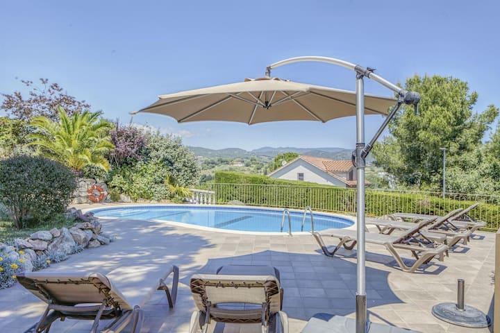 Villa confortable à Arenys de Mar avec piscine