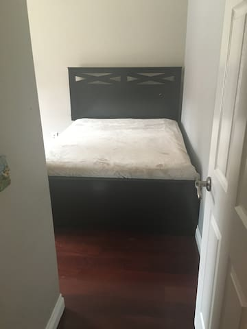 Charming bedroom near University of La Verne - La Verne - Casa