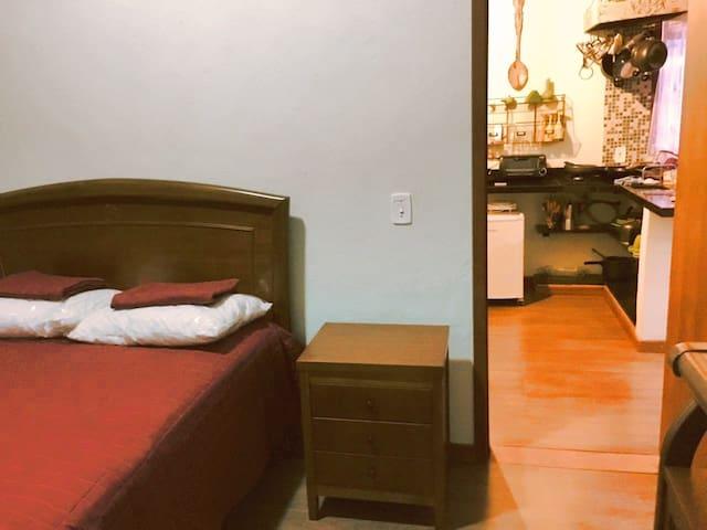 Quarto c/ cama de casal / Bedroom with double bed