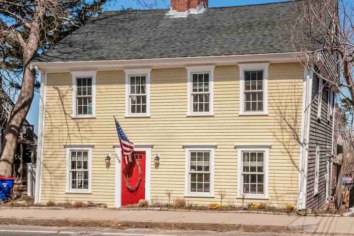 Historic and cozy refugy near downtown Plymouth.