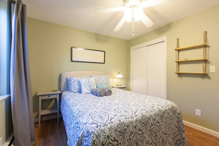 Comfy and Relaxed Room 15 min Walk to Downtown