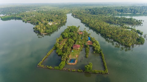 VINI'S FARM own an island for 2couples or 4 Adults