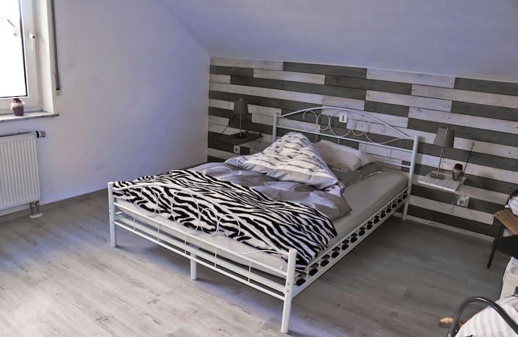 In diesem gemütlichen Doppelbett können sie sich ausruhen