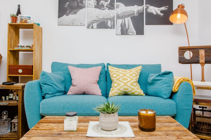 Light and Airy 1BD Flat in Stoke Newington