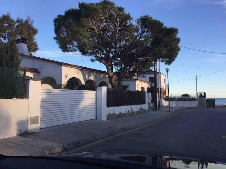 Maison en Espagne au bord de la plage Catalogne