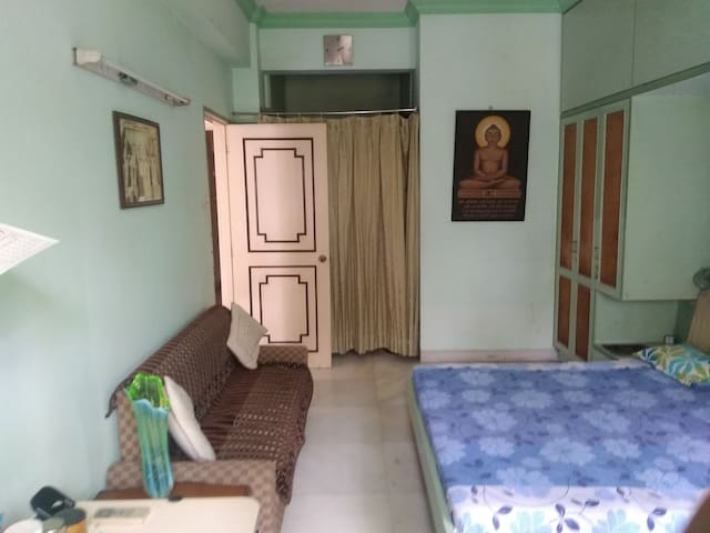 Deluxe AC  Home Stay at Churchgate on Marine Drive