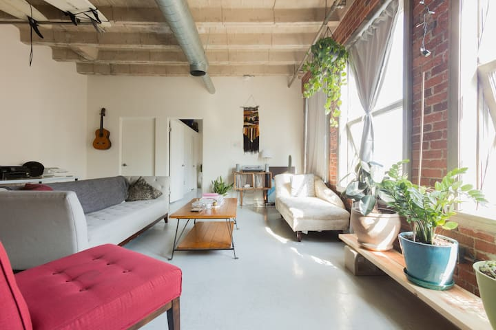 Private Room in Modern Loft DTLA
