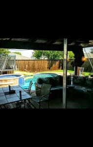 Loving Family Home w/ Hot Tub & Pool - Little Elm - Ház