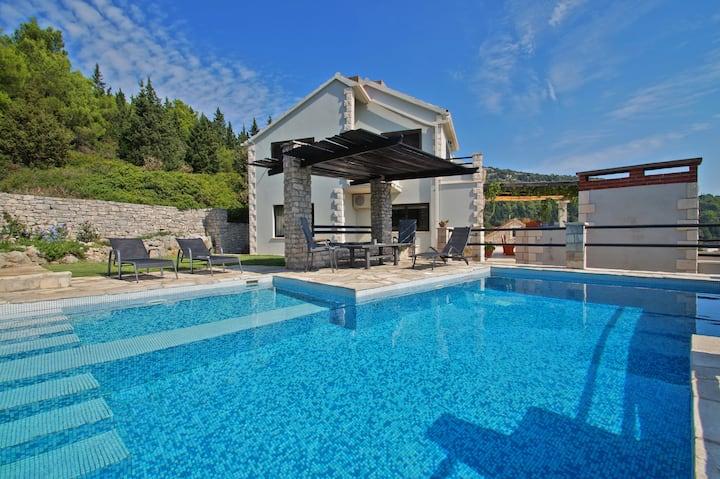 Pine Hill Villa