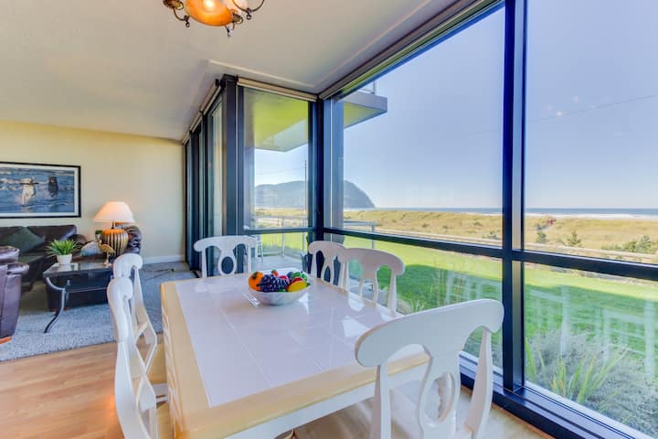 Oceanfront getaway by the beach with incredible views - dogs welcome!