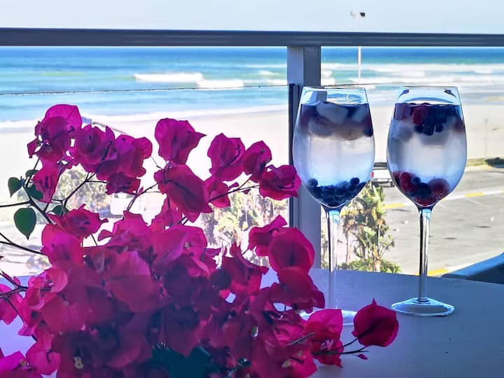 Jeffreys Bay Main Beachfront  with private Jacuzzi