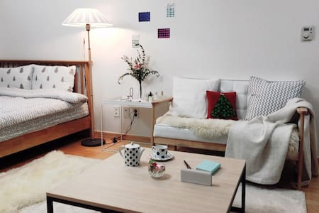 Spacious Studio::Gangnam 16 minutes - Apartment