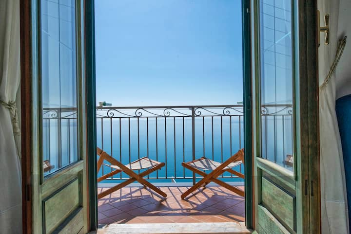 Apartment with sea views - Appartamento vista mare