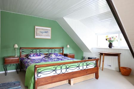 Nice big room big garden 25 km. from Amsterdam