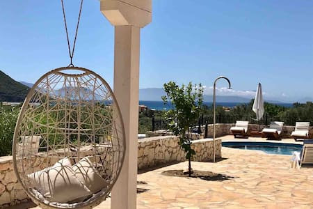 Villa Oliveira with private pool and sea view