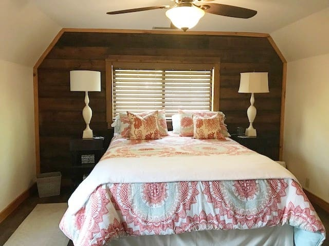 guest bedroom queen bed-Sterns and Foster mattress