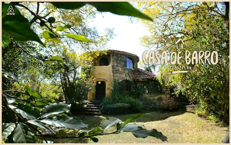 Casa de Barro, hermosa y original. - Tepoztlán