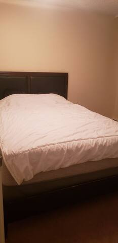 Room for rent in two bedrooms apartment wifi free