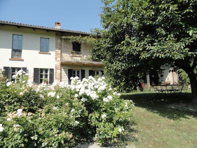 Countryside home Monferrato wine hills,wifi,pool. - Rifredda - Hus