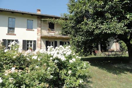 Countryside home Monferrato wine hills,wifi,pool. - Rifredda - House