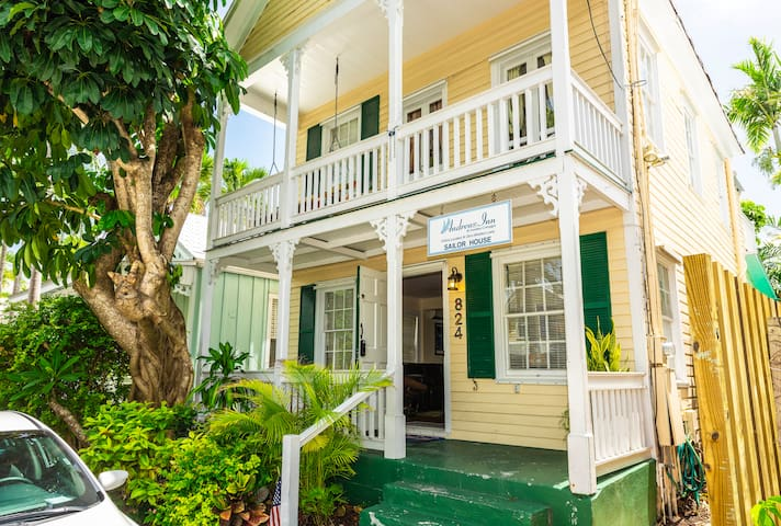 BEST LOCATION! Entire Villa steps from Duval St.