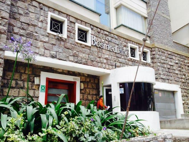 GONZALEZ SUAREZ y BOSMEDIANO. - Quito - Apartment