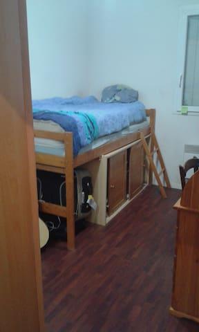 Chambre agréable à Artigues près Bordeaux - Artigues-près-Bordeaux - Apartment