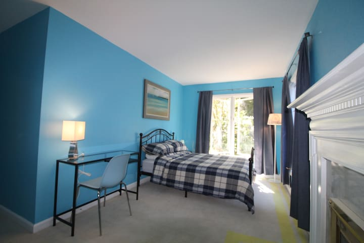 """""""Seattle"""" Full Size Bed"""