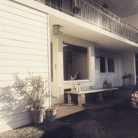 1. etg med eget kjøkken og bad - Sandvika - Appartement