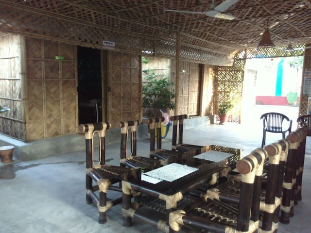 Peaceful Bamboo Hut Stay - Om Shanti Resorts - Siliguri - Choza