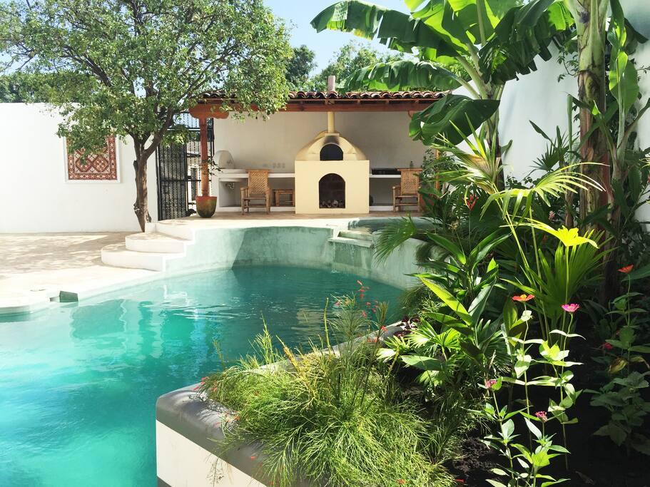 Pool and garden Guesthouse La Pólvora.