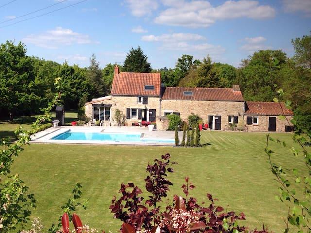 Maison d'exception avec piscine - Saint-Étienne-de-Montluc - House