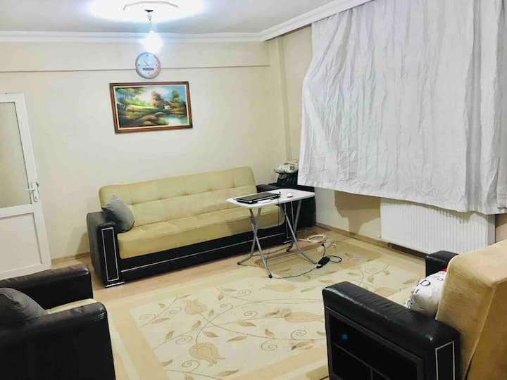 Cosy House with sweet rooms near metro,IGAairport
