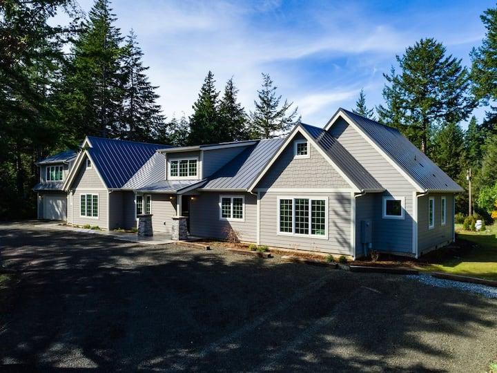 Bandon Manor Luxury Home near Bandon Dunes Resort