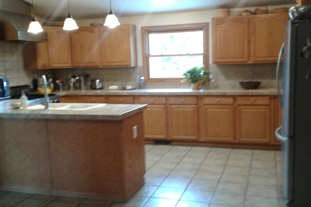 Spacious Kitchen, well equipped.