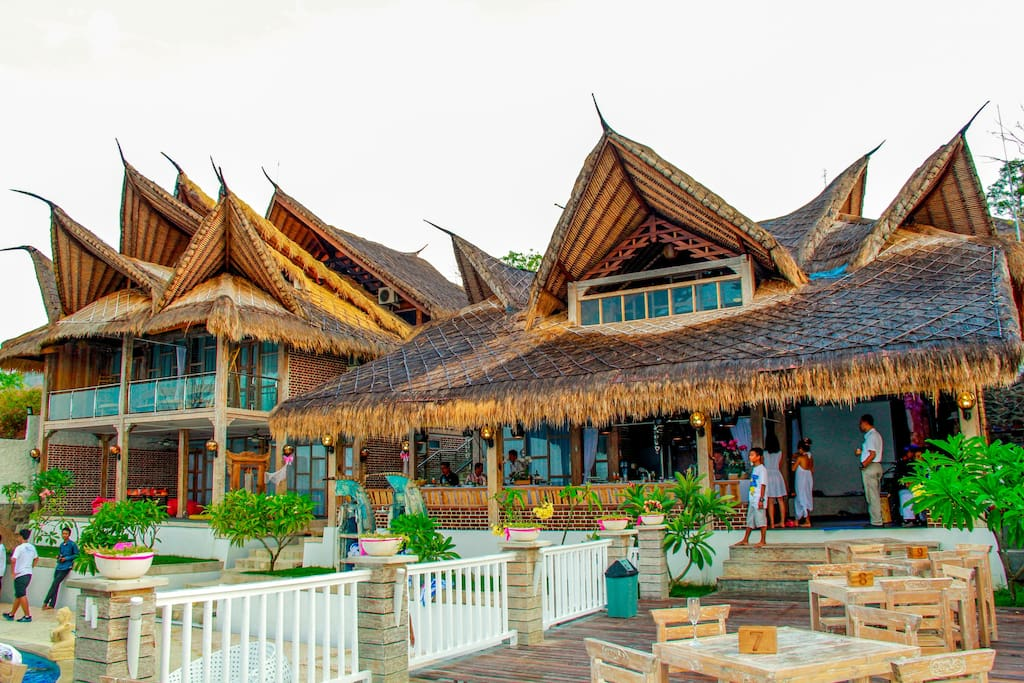 Traditional Balinese building Style with AlangAlang Roof