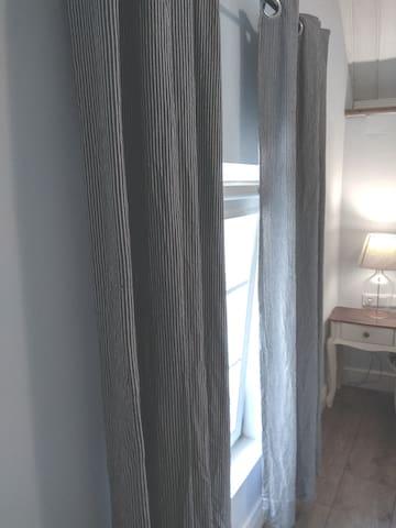Blenden und Vorhänge für  die Verdunkelung Blinds and curtains to block out the light