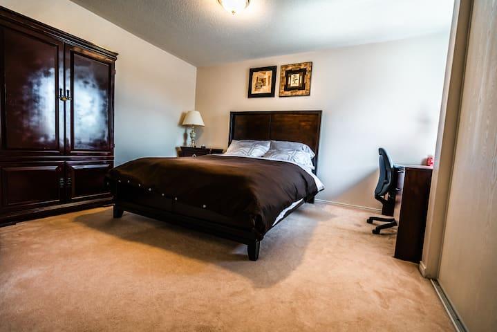 Cozy & Spacious 1 Bedroom Suite