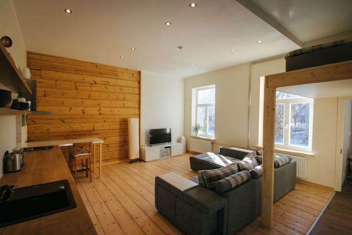 Woody Hipsterville Residence ★★★★★