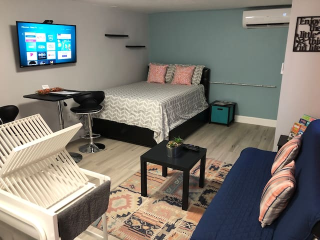 Enjoy our Cozy Studio :)