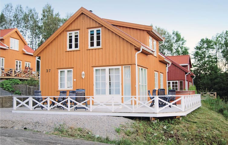 Holiday cottage with 4 bedrooms on 100 m² N36554