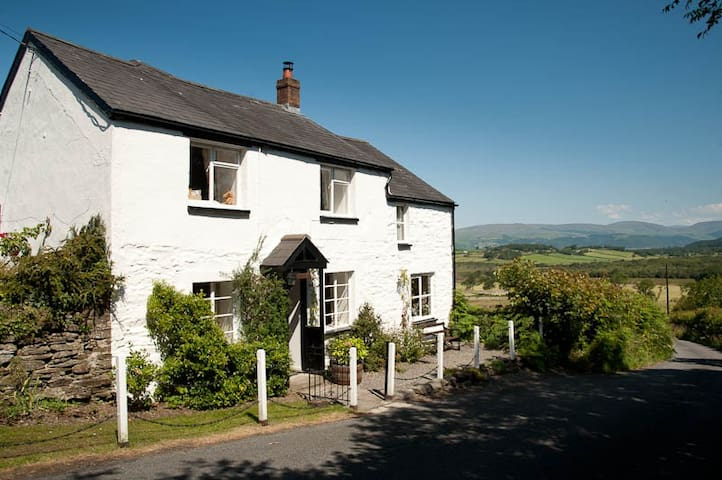 Beautiful Welsh Cottage with Stunning Views - Ceredigion Ceredigion - House