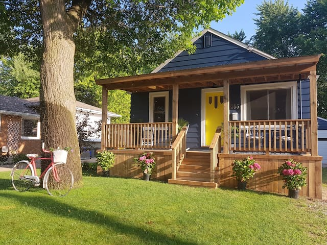 Desirable North End Bungalow, minutes from beach.