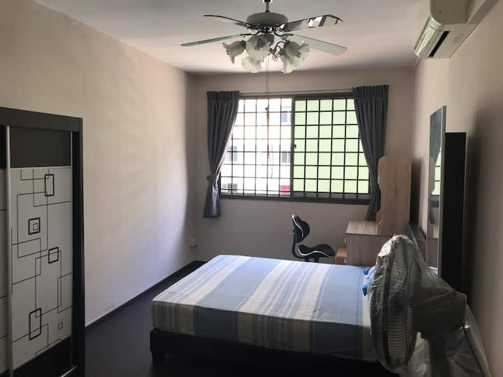 Big private room, fully furnish, aircon,v near NTU