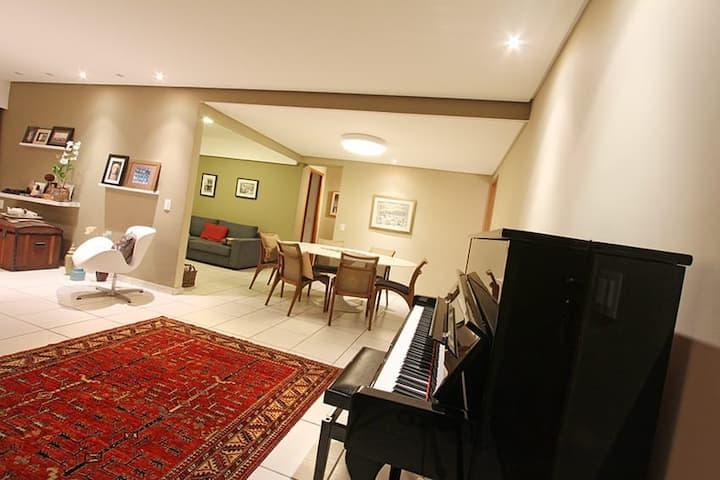 Perfeito para familias / charming home with a view