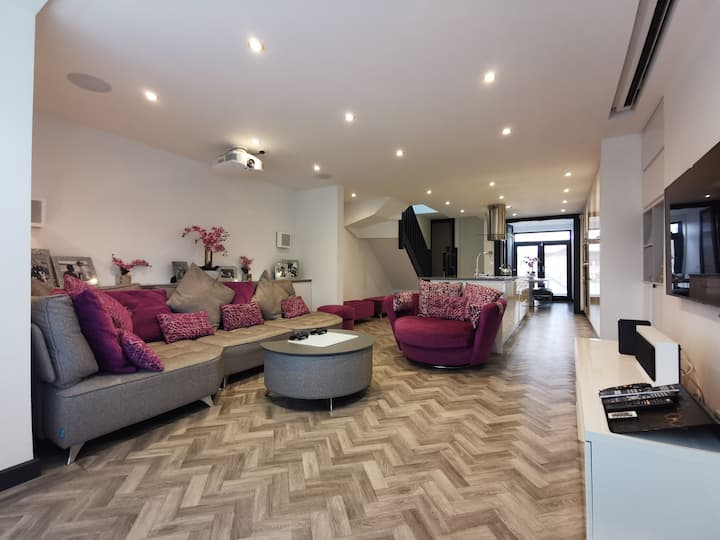 Modern duplex apartment with Cinema, sleeps 6!